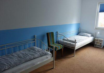 Schlafzimmer zwei Einzelbetten blau